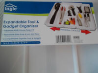NEW HOME LOGIC EXPANDABLE TOOL & GADGET ORGANIZER ADJUSTABLE KITCHEN CUTLERY NWT