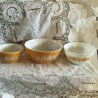 Vtg Pyrex Set of 3 Butterfly GoldWhite Floral Nesting Bowls 401402403 EUC