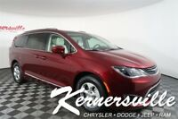 2018 Chrysler Pacifica Touring L FWD V6 SUV Heated Leather Backup Camera 2018 Chrysler Pacifica Hybrid Touring L FWD V6 SUV Heated Leather 31Dodge 181748