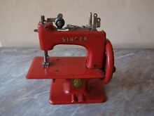 Old rare red singer 20 sewhandy