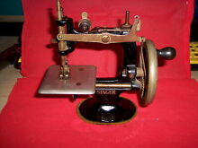 Portable singer hand crank working