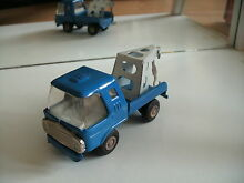 Tin plated tow truck in blue tonka