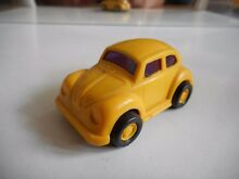 Vw volkswagen beetle in yellow