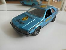 Renault fuego in blue on 1 25