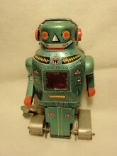 Japan wind up mighty robot tin toy