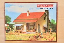3713 ho scale country house model