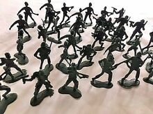 Green plastic army men military toy