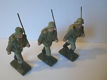 3 german wwii marching soldiers w