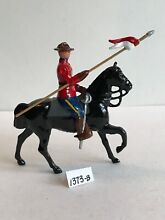 Lead toy soldier 1373b royal