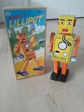 Tin wind up robot collectable