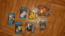 Lot de figurines cartes pokemon