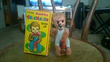 Monkey shoemaker w original box