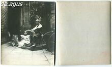 Photo 1910s sweet girl holding nice