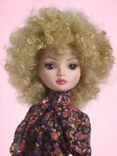 Tonner wheat blonde wig for