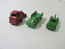 Green red shuttle tow truck small