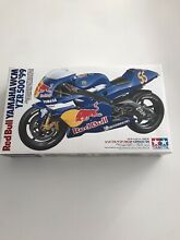 Maquette moto 1 12 yamaha red bull