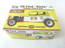 Amt 32 ford vicky includes