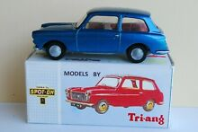 Spot on triang 154 austin a40
