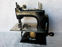 Toy singer sewing machine model 20