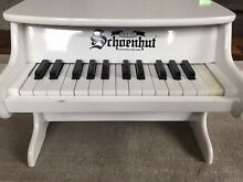 Traditional deluxe piano white
