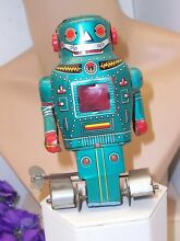 Tin mechanical mighty robot wind up