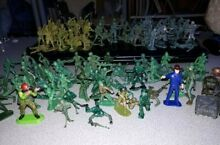 118 mixed lot plastic soldiers and