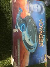 1996 revell large uss voyager