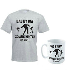 DAD BY DAY ZOMBIE HUNTER BY NIGHT - Halloween Themed Men's T-Shirt and Mug Set