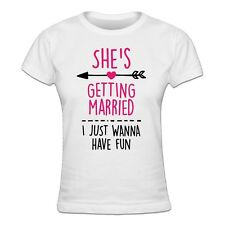 She's getting married I just wanna have fun Frauen T-Shirt
