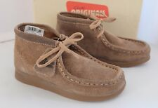 Clarks Boys Boots WALLABEE BT BOY  Taupe Suede Desert Originals Boots