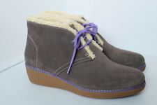 Clarks Ankle Boots Older Girls Wedge Heel in Grey Suede Size 5.5 F / EUR 39