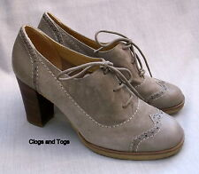 NEW CLARKS ORIGINALS KITZI FUN WOMENS SAND SUEDE / LEATHER SHOES SIZE 8 / 42
