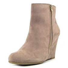 Report Womens RUSSI Closed Toe Ankle Platform Boots