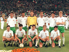 STUNNING PHOTO - IRELAND 1990 WC LINE UP v ITALY (IRE-004)