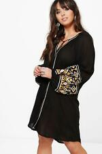 Boohoo Plus Verity Embroidered Smock Dress per Donna