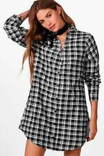 Boohoo Ellie Checked Lace Up Chain Shirt Dress per Donna