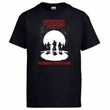 Camiseta Stranger Things Friends Dont Lie ilustración