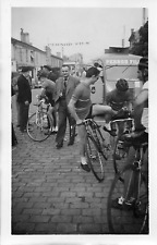 BB785 Photographie anonyme vintage snapshot Cenon course cycliste Pernod