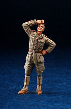 1/35 Scale resin model kit WWII DAK Panzer Officer standing