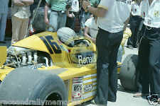 Foto Rene Arnoux Elf Renault Turbo RS01 F1 GP Grand Prix Auto in Pits