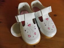 Chaussures fille sandales pointure 20 22 23 24 25  blanc Neuf
