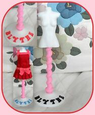 Blythe doll white dress display stand* mannequin*your choice*Blythe color letter