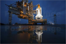 Poster / Leinwandbild Night view of space shuttle Atlantis on t... - S. Images