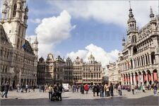 Poster / Leinwandbild The Grand Place or Grote Markt is the ce... - J. Elliott