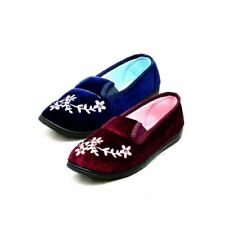 Ladies Velour slippers with flower embroidery and elastic panel