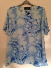 BNWT LOVELY LADIES PATTERNED TOP SIZE 22/24