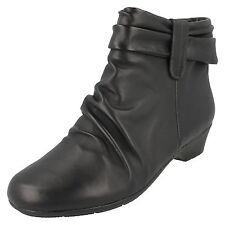 LADIES CLARKS WIDE FITTING BLACK LEATHER RUCHED CASUAL ANKLE BOOTS MATRON ELLA