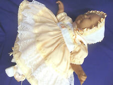 DREAM BABYPEACH  WHITE DRESS BONNET NEWBORN TO 18 MONTHS OR REBORN DOLLS