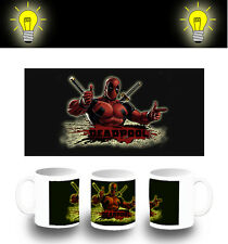 TAZZA DEADPOOL HERO LOCO GIOCHERELLONA FOTOLUMINESCENTE glow mug ES