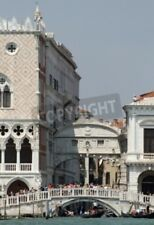 """Bildmotiv """"Bridge of sighs in Venice seen from the lagoon with many tourists"""""""